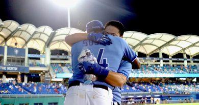 《棒球》林宥穎開轟助威 索沙給他愛的抱抱