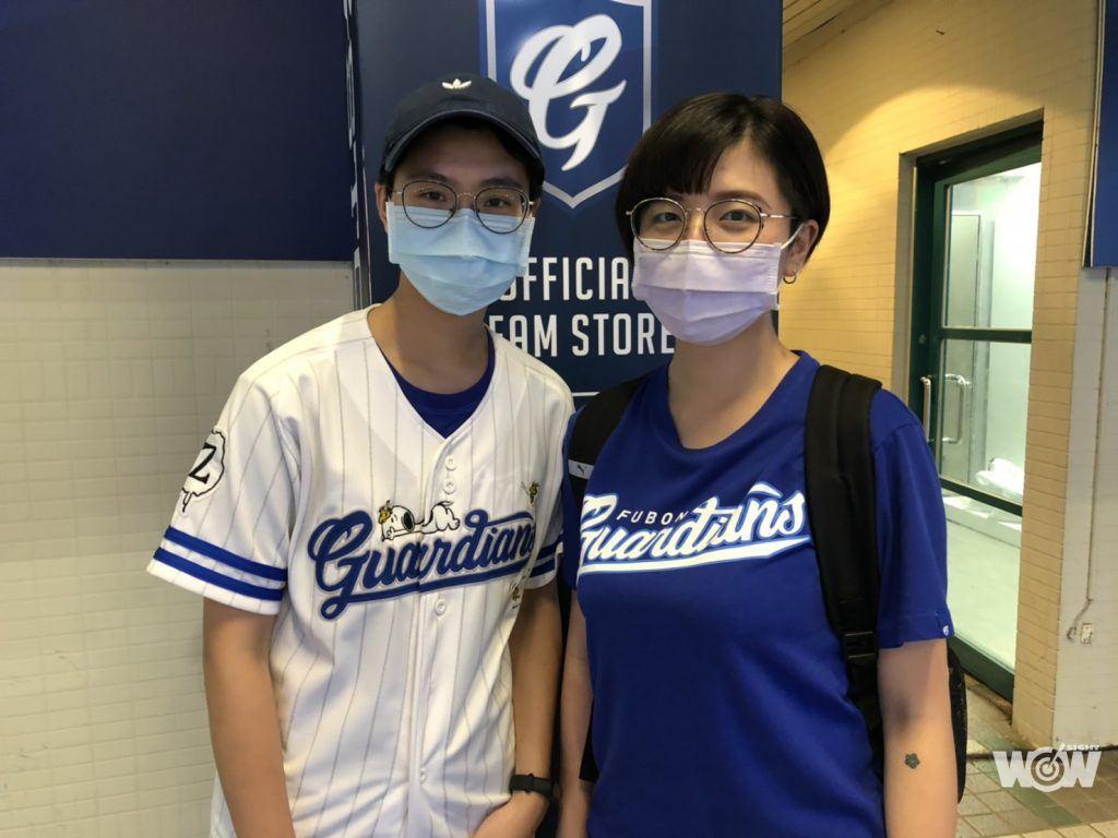 温小姐(左)、李小姐(右)。