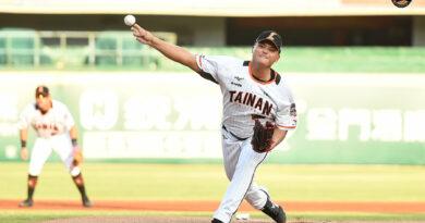 《棒球》胡智為中職首戰爸爸開球見證 父子同場初登板